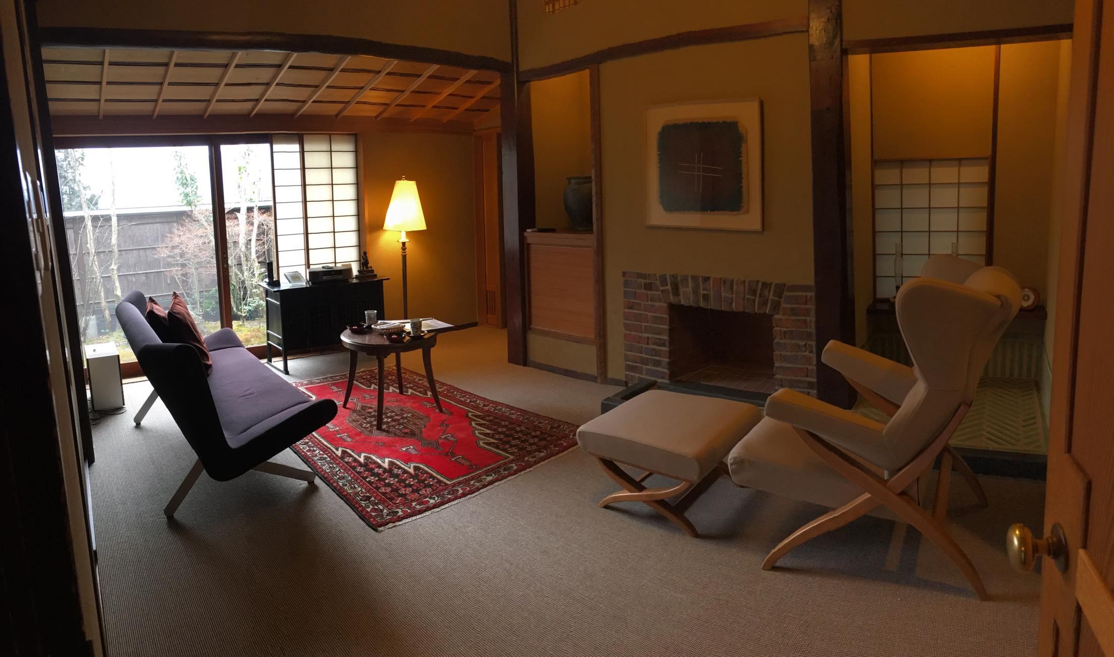 山莊無量塔「樂(Raku)」房型的起居室(客廳)全景